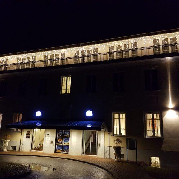 Weihnachtliche Beleuchtung für die Außenfassade