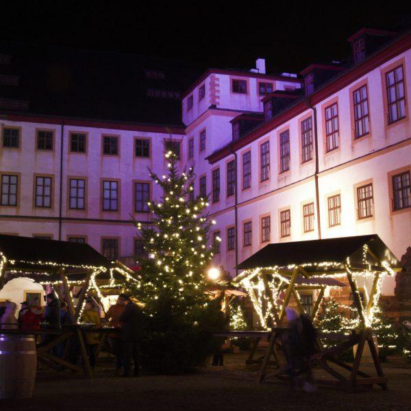 Weihnachtsmarkt auf dem Schloßhof